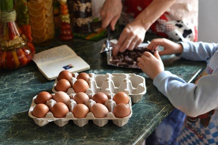 Дети склонны к аллергии на яйца и арахис, если у родителей дефицит витамина D