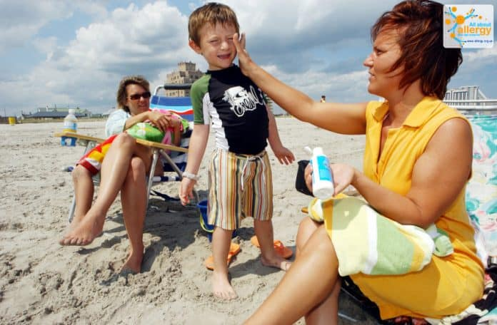 Солнцезащитные кремы, УФ-фильтры, рашгард: выбираем наиболее безопасное средство от солнца