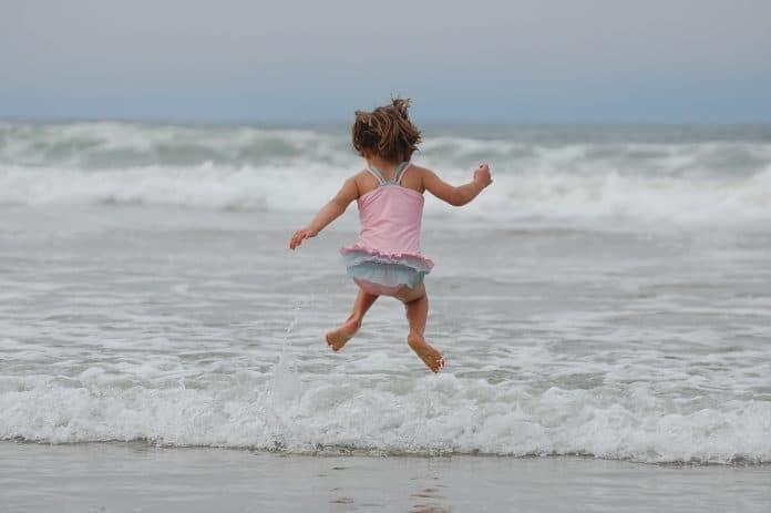 Атопический дерматит, море и бассейн: готовимся к сезону отпусков
