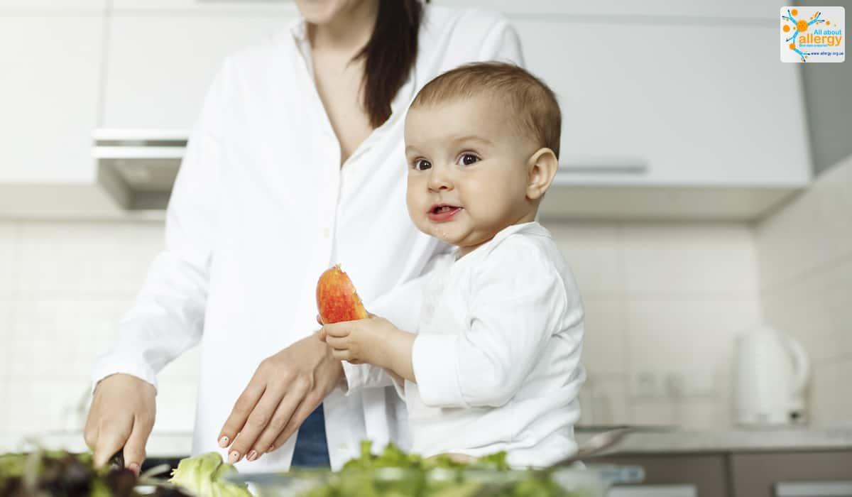 Міф про алергію. Чи можна давати немовляті потенційні алергени?